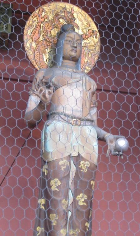 金龍(門に向かって右側、女性像)