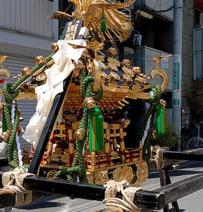 三社祭・神輿神霊入れ