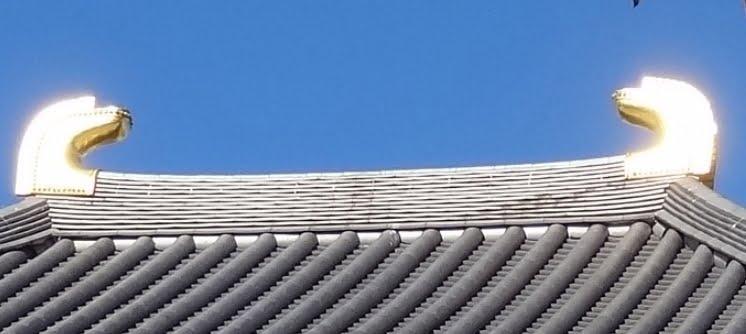 浅草寺・影向堂の屋根の鴟尾
