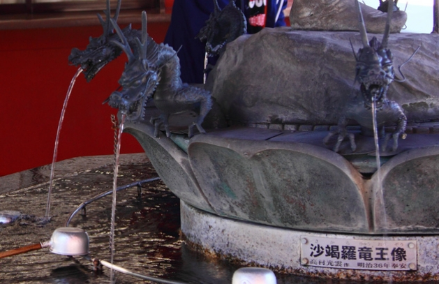 浅草寺・手水舎「龍神像」