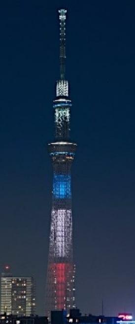 パリの連続テロ事件ライトアップ